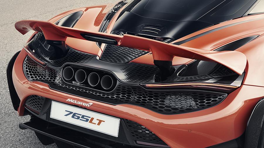 V8ツインターボ搭載で最高出力765PS。0-100km/h加速はわずか2.8秒(!)なんだとか。