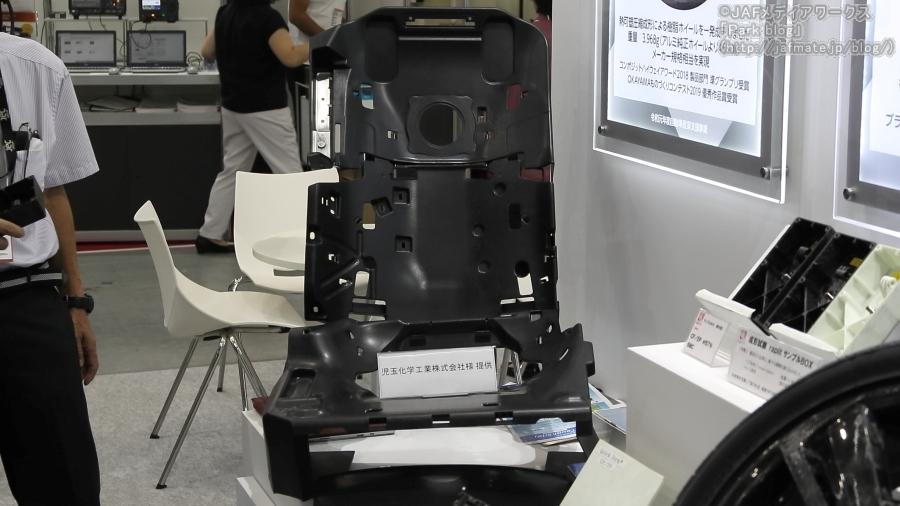 ラピート 熱可塑圧縮成形によるレクサス「LS500」用後部座席部品