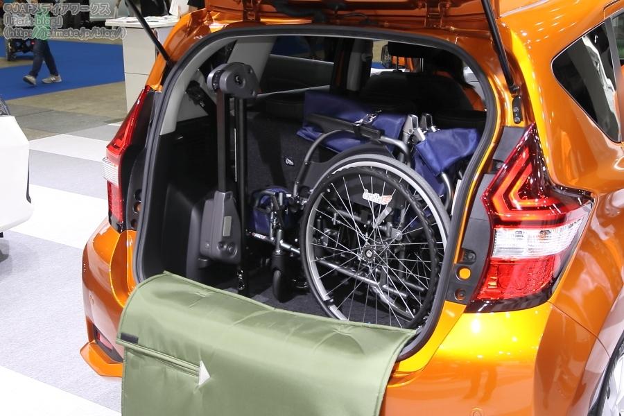 日産 ライフケアビークル ノート e-POWER ラゲッジに車いすを収納
