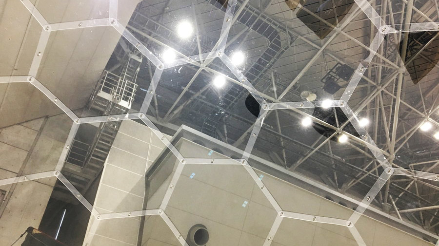 AURA DOME:ハニカム構造の外壁は衝撃吸収率が高い。