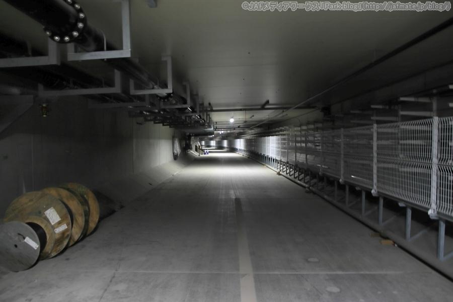 首都高・神奈川7号横浜北西線・北八朔地区トンネル(地下)内避難通路