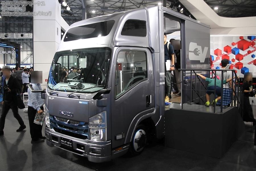 いすゞが東京モーターショー2019で参考出展したEV小型トラック「エルフEVウォークスルーバン」。