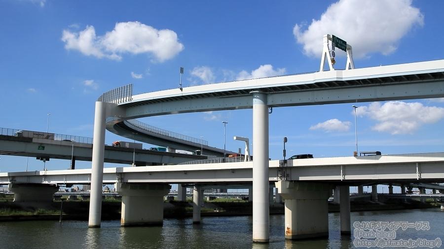 首都高・小松川JCTを中川の左岸堤防(下流側)より9月25撮影。