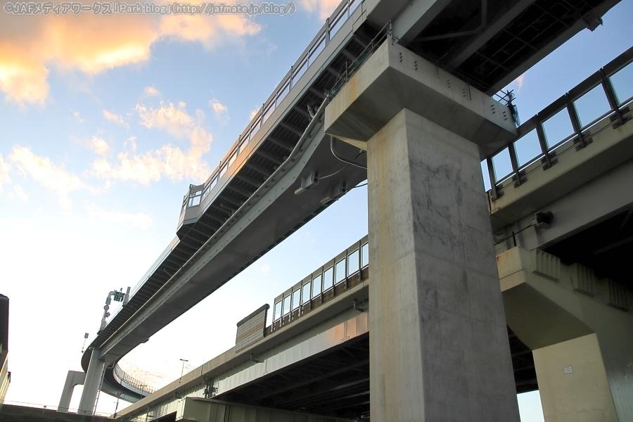 首都高・小松川JCTを10月13日に撮影。7号小松川線(下り)⇒C2中央環状線(内回り)の連絡路の下、江戸川区小松川地区にて。