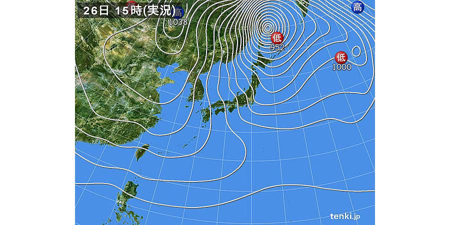 日本気象協会「tenki.jp」より。2017年12月26日15時の天気図で、強い冬型の気圧配置。