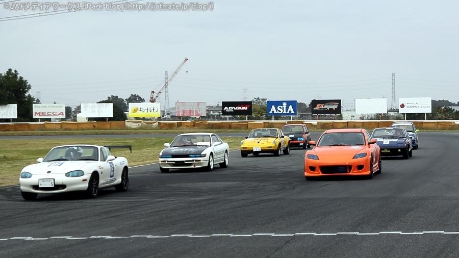 日本EVフェスティバル2019の「コンバートEV1時間ディスタンスチャレンジ」のスタート前の様子。全7台が参加した。