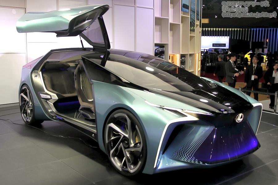 東京モーターショー2019でレクサスが発表した電動化ビジョンを表したコンセプトモデル「LF-30 Electricfield」。