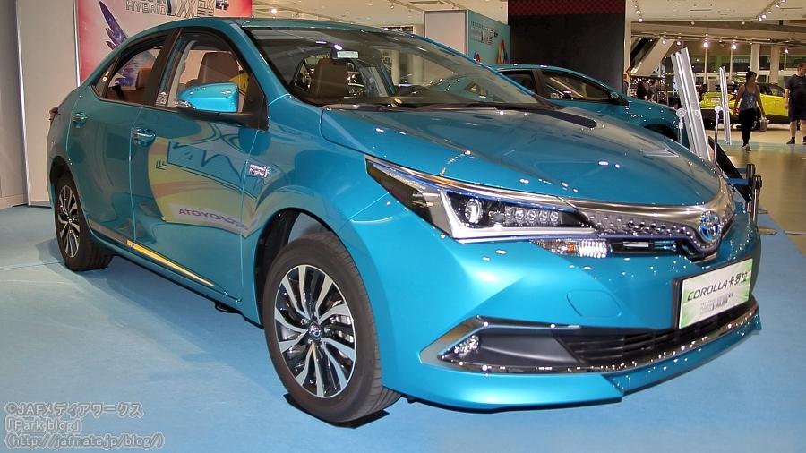 中国において、一汽トヨタが発売している「カローラPHV」。