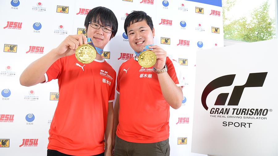 「一般の部(18歳以上)チーム戦」は栃木県代表の、山中智瑛選手(左)・高橋拓也選手組が見事国体初代ウィナーとなった。