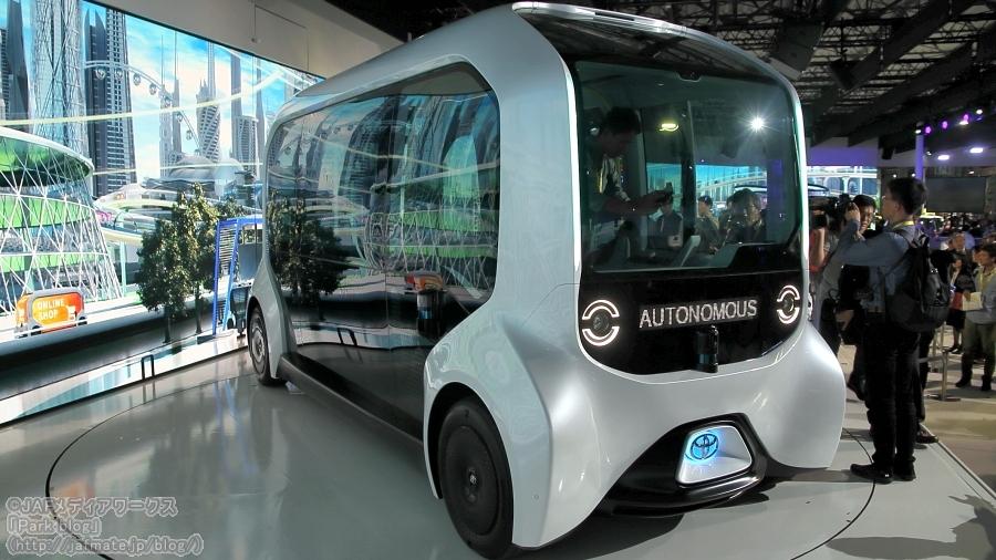 トヨタが東京モーターショー2019で出展した自動運転バス「e-Pallet」。