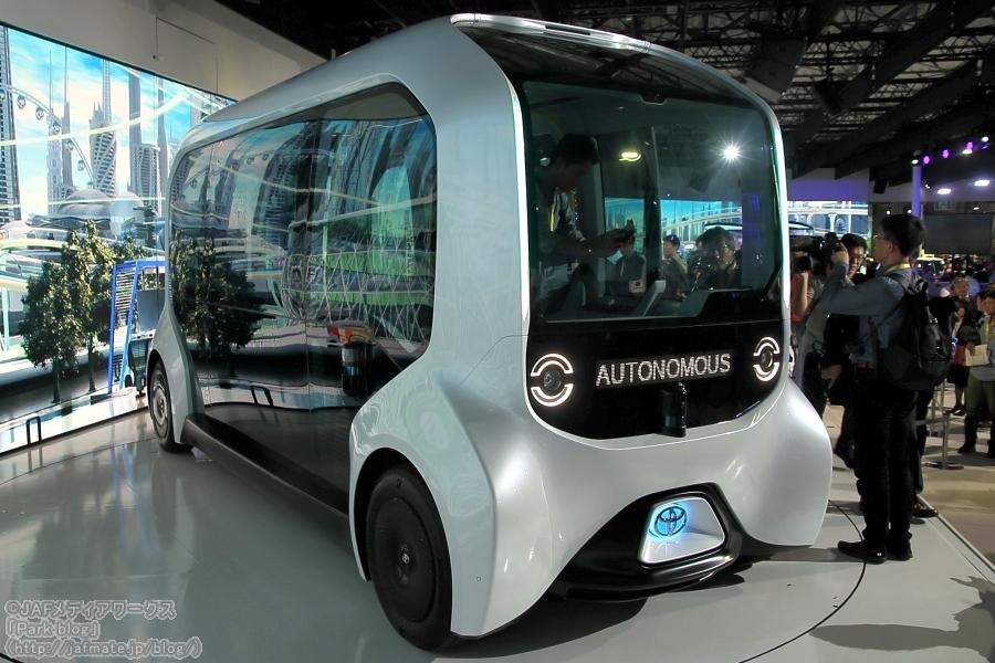 画像1。トヨタが東京モーターショー2019で出展した自動運転バス「e-Pallet」。