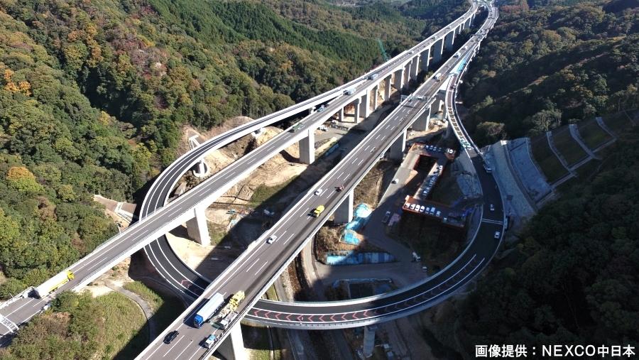 E1新名神高速の亀山西JCTの名古屋・伊勢ランプウェイ。