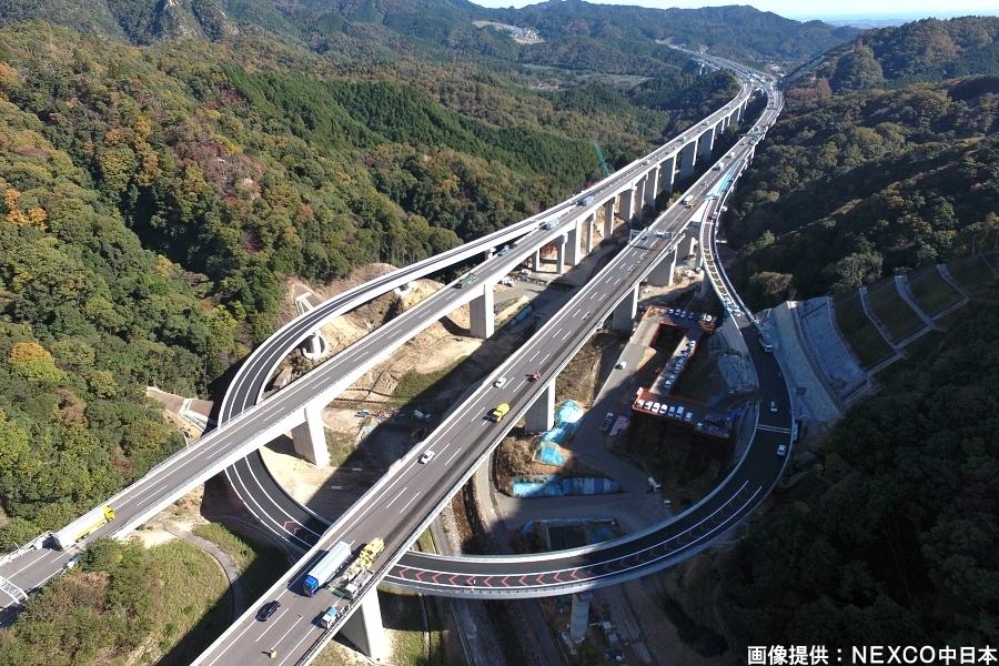 画像1。E1新名神高速の亀山西JCTの名古屋・伊勢ランプウェイ。