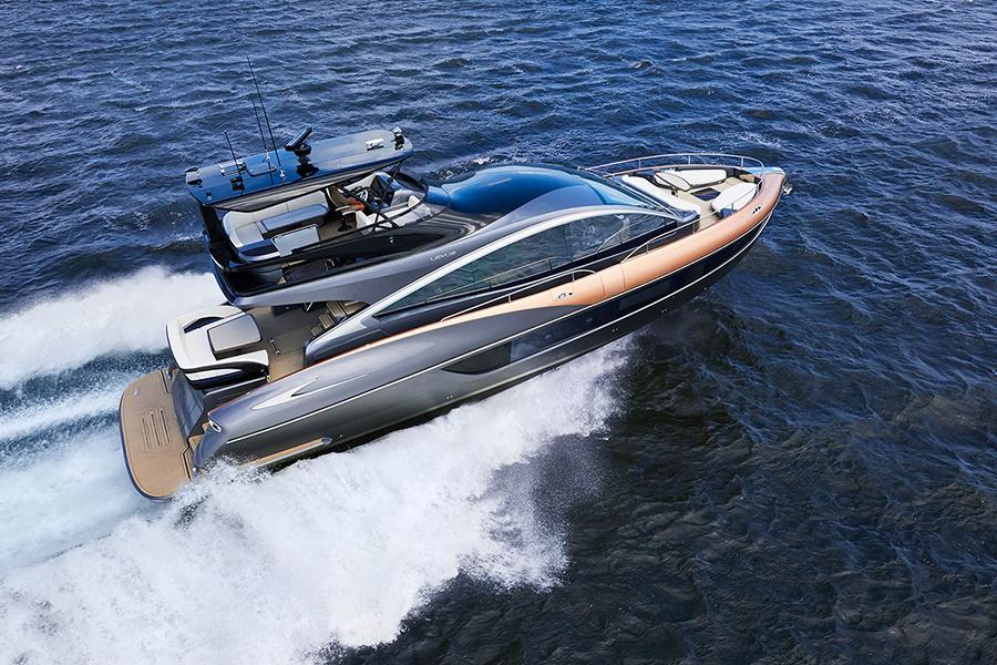 レクサスLY650は、エンジンにボルボペンタIPSを2基搭載(出力違いで3つのバリエーション)