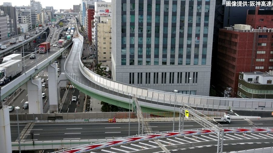 1月29日(水)の早朝4時に開通する阪神高速・西船場JCTの連絡路である信濃橋渡り線。