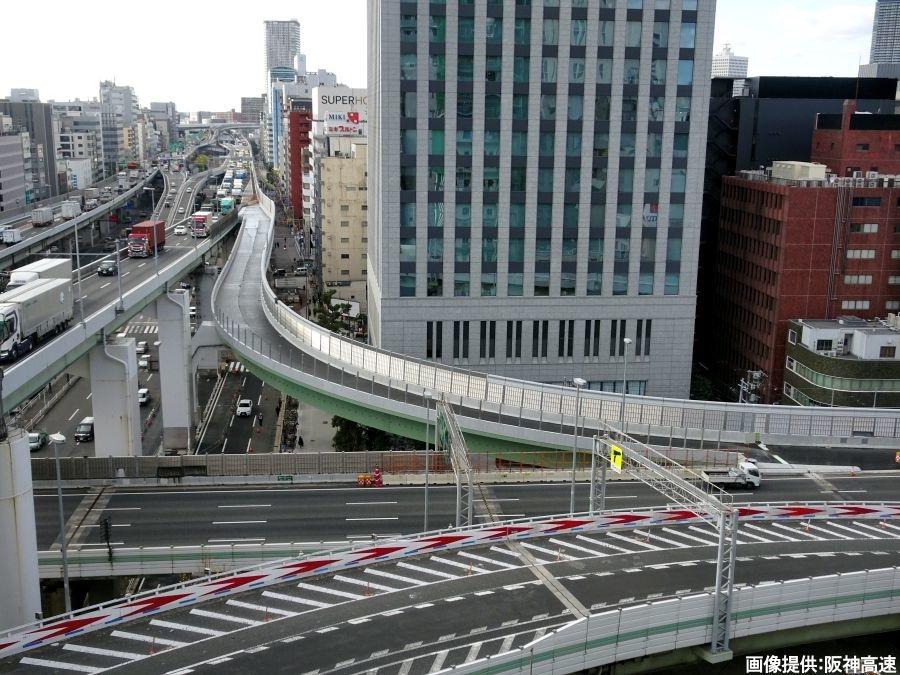 画像1。1月29日(水)の早朝4時に開通する阪神高速・西船場JCTの連絡路である信濃橋渡り線。