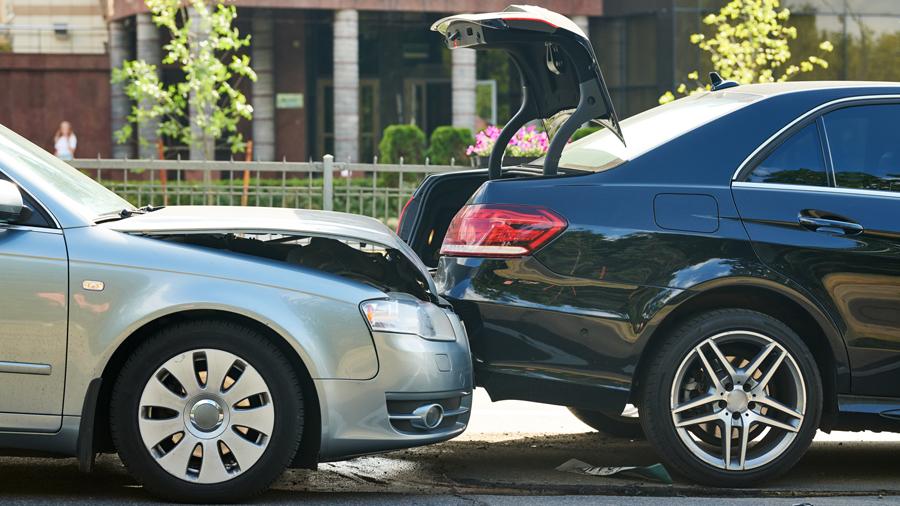 衝突被害軽減ブレーキ|国内基準|義務化|衝突事故イメージ