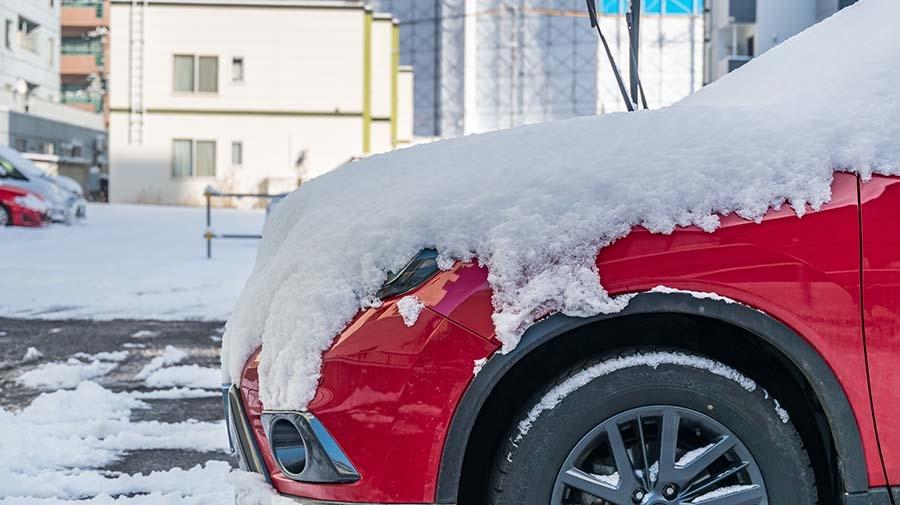 雪とクルマのイメージ写真