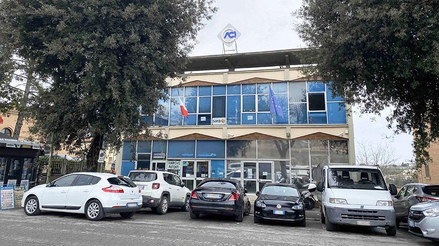 筆者が住むシエナのACI(イタリア自動車クラブ)地方支部。