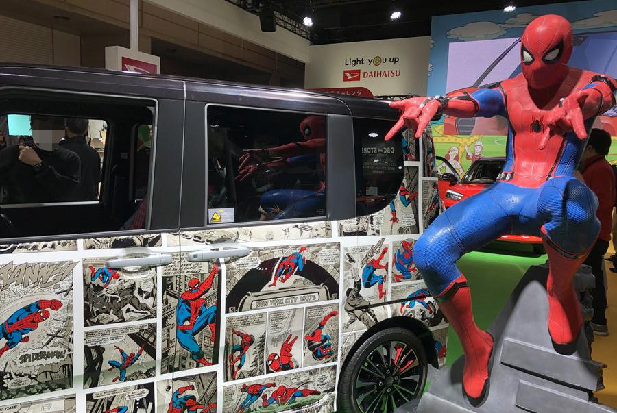 等身大のスパイダーマンも展示されており、来場者たちのフォトスポットになっていた。
