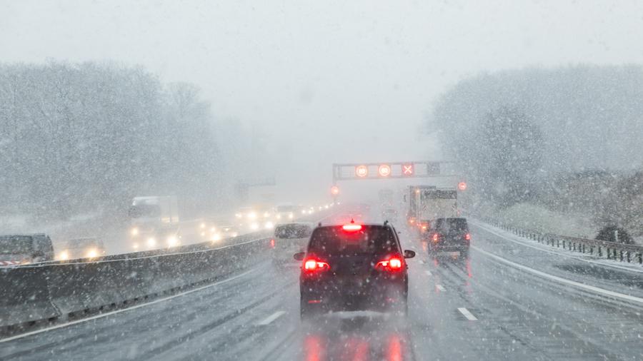 高速道路|冬タイヤ装着規制|高速道路|降雪のイメージ写真