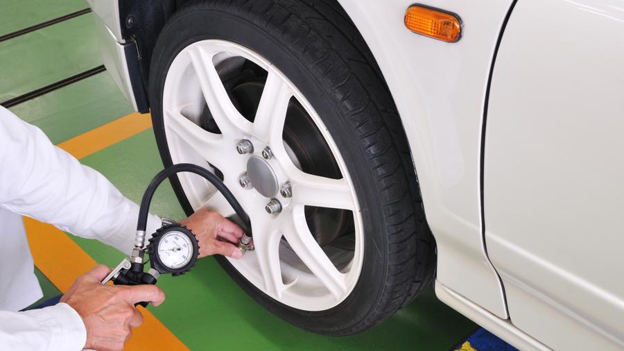 タイヤ空気圧|点検|整備不良|高速道路|タイヤ空気圧点検のイメージ