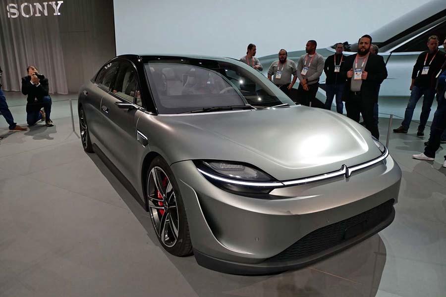 ソニーがオリジナルでデザインしたというEVコンセプト「VISION-S」。車両製作は大手サプライヤーであるマグナが担当した