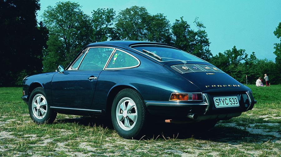 1967年型には高性能モデルの911Sが加わった。鍛造アルミホイールが当時のSの証。