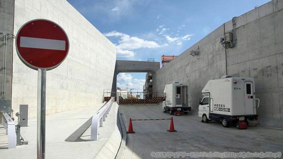 画像6。首都高・神奈川7号横浜北線の馬場出入口の、内路交差点側からの入口アクセス路。こちらは2020年内開通の予定。