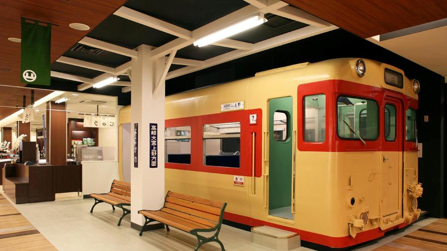 上信越自動車道・横川SA(上):横川駅再現ホームとキハ57系車両