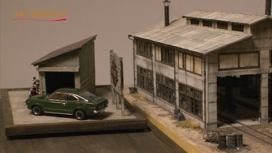 画像6。鉄道模型ジオラマ作家・山野順一朗氏の「スレート張り機関庫」(右)。