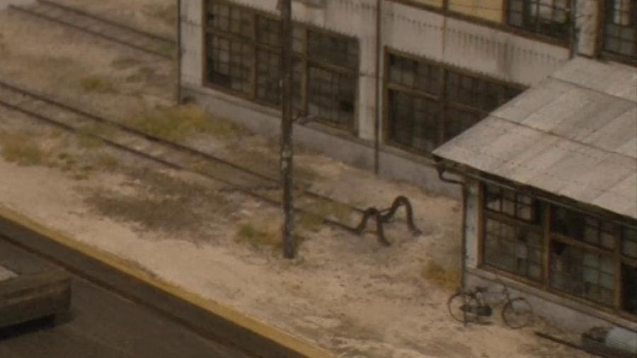 画像8。山野順一朗氏の鉄道模型ジオラマ「スレート張りの機関庫」の屋根の拡大画像。スレート屋根やリベットなどの細かい表現が驚異的。