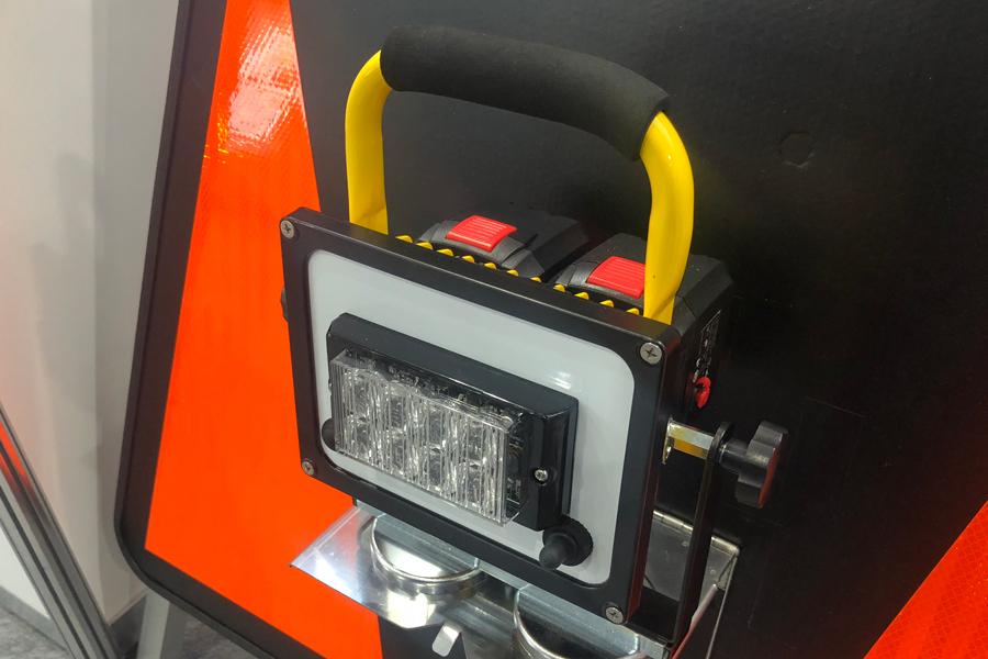 ハイウェイテクノフェア2019|ピカッチ(充電式)|LED警告灯