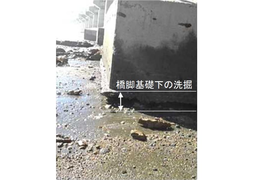 台風19号の影響による通行止め区間|西湘バイパス・西湘PA付近での橋脚基礎下の洗堀