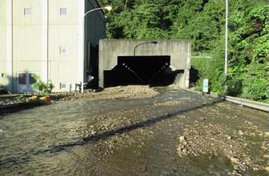 台風19号の影響による通行止め区間|小仏トンネル付近での土砂流入
