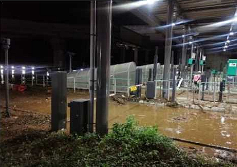 台風19号の影響による通行止め区間|圏央道・高尾山IC(内外とも)での冠水