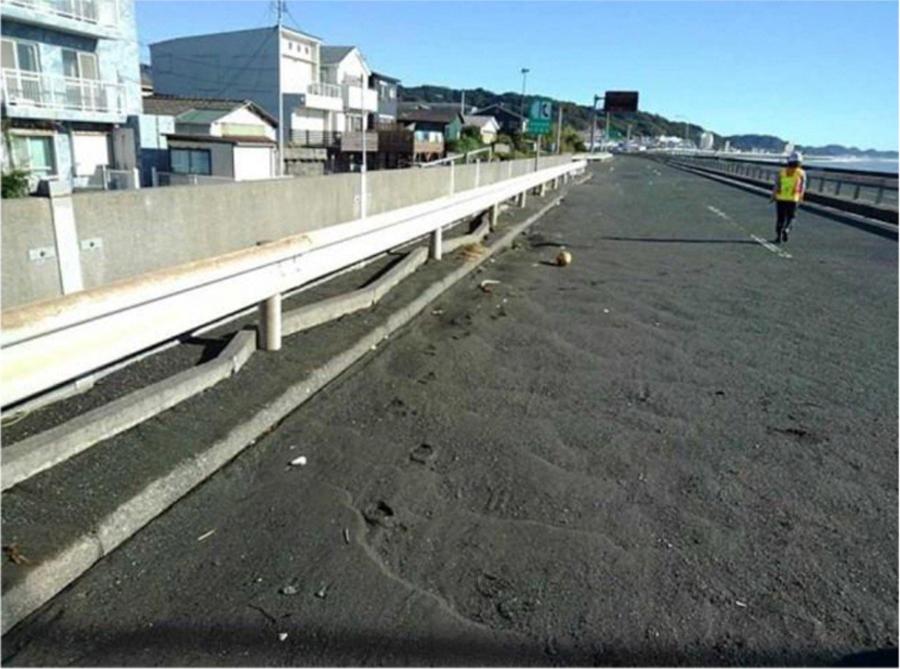 台風19号の影響による通行止め区間|西湘バイパス・西湘PA付近での土砂堆積