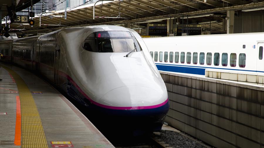 台風19号による鉄道各社の運休情報|ホームに入ってくる新幹線