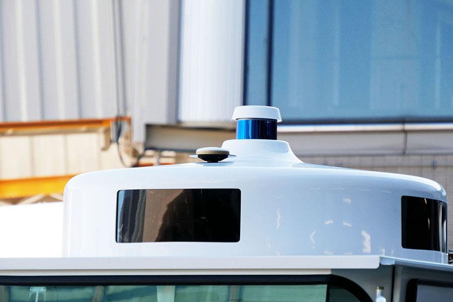 ルーフにはZMPが開発したLiDARとGNSS(GPS)レシーバーを装備するセンシングユニットが搭載された