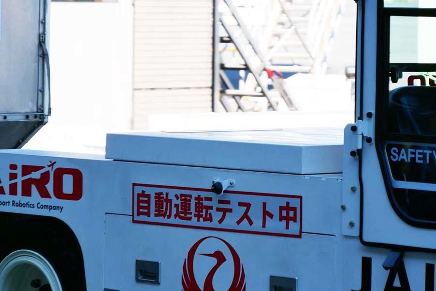自動運転の制御を司るZMP製「IZAC」は車両の中央に搭載され、自律移動の