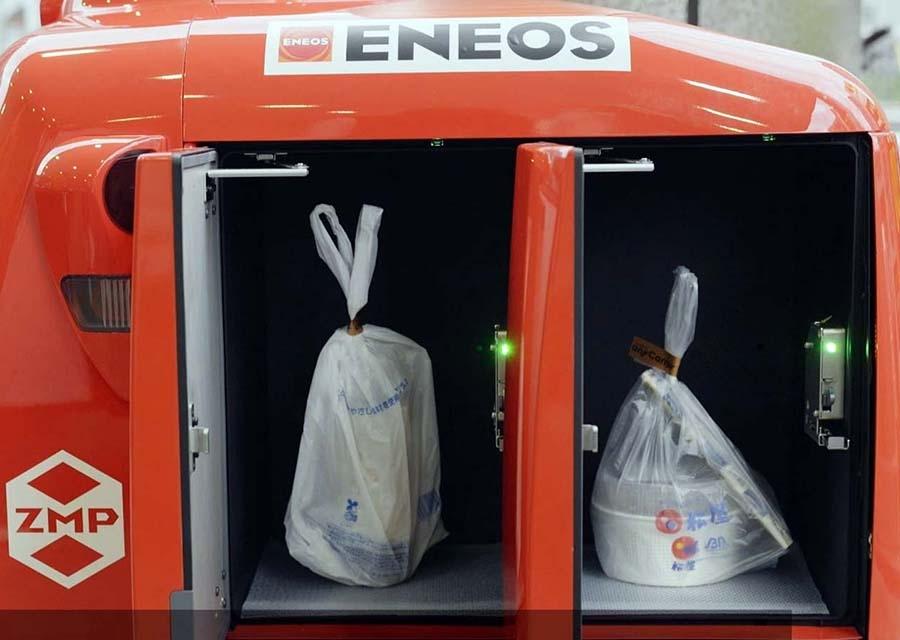 宅配ロボット『DeliRo(デリロ)』には4つの仕切りがあって、一つの配送で4つの注文品に対応できる(ZMP動画よりキャプチャー)