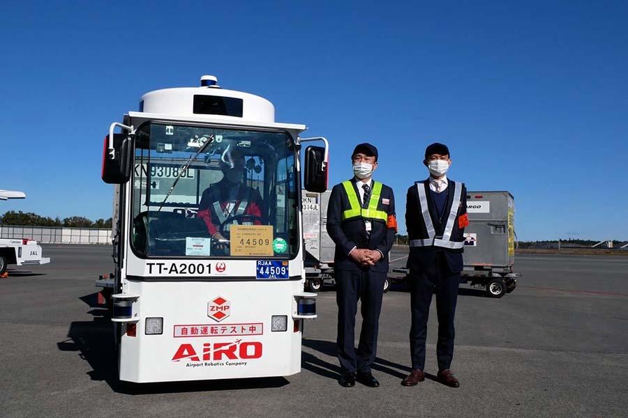インタビューに答えるAiRO代表取締役 浅野通元氏(左)とZMP取締役 西村明浩氏