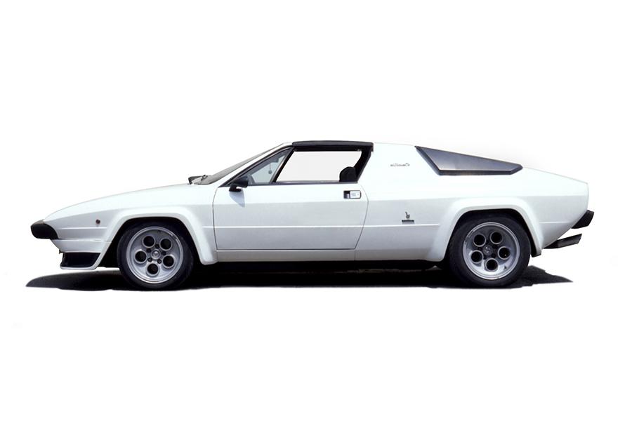 ウラッコの3リッターモデルP300をベースにして、屋根を取り外せるタルガトップの2シーターにしたのがシルエットで、1976年に登場。