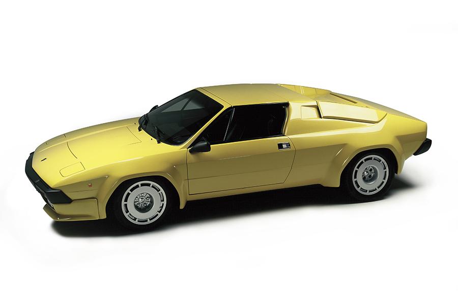 1981年にシルエットの発展型として登場したのがジャルパで、ボディスタイリングがフェイスリフトされ、V8エンジンの排気量は3.5リッターに拡大されていた。