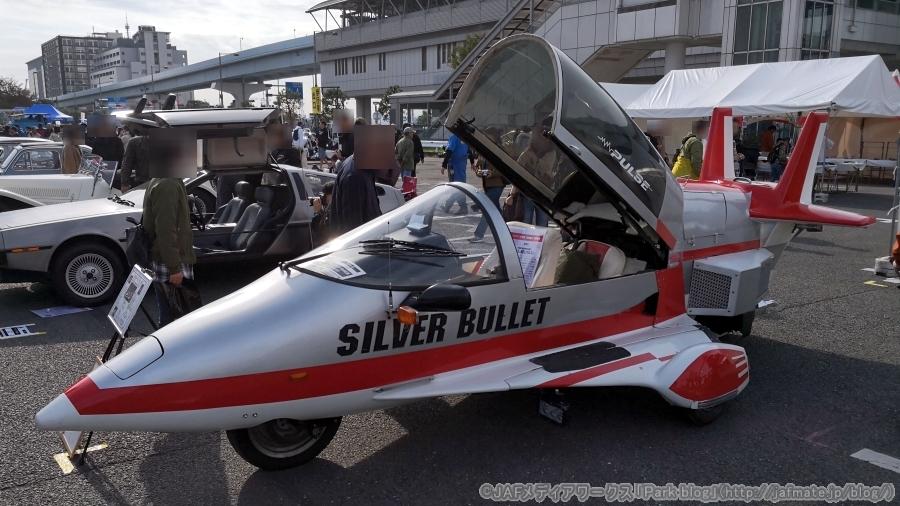 画像1。戦闘機型バイク「シルバー バレット パルス」。お台場旧車天国2018にて撮影。