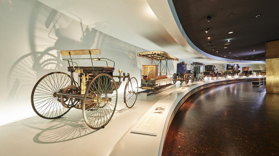 メルセデス・ベンツ・バーチャルミュージアム:館内の展示を360°ビューで自在に見学することができる。