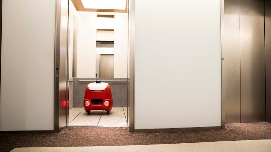 オートナビによるフロア間のルート設定、インターネットを介したエレベーターとの連動によりフロア間の移動が可能となった。