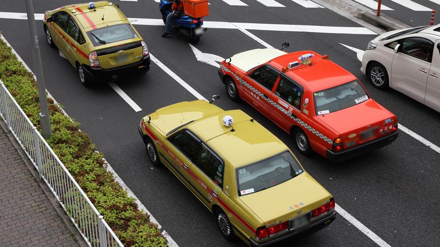 タクシー|フェンダーミラー|ミラー|理由|なぜ|プリウスなど一般車がベースの場合はドアミラーが多い