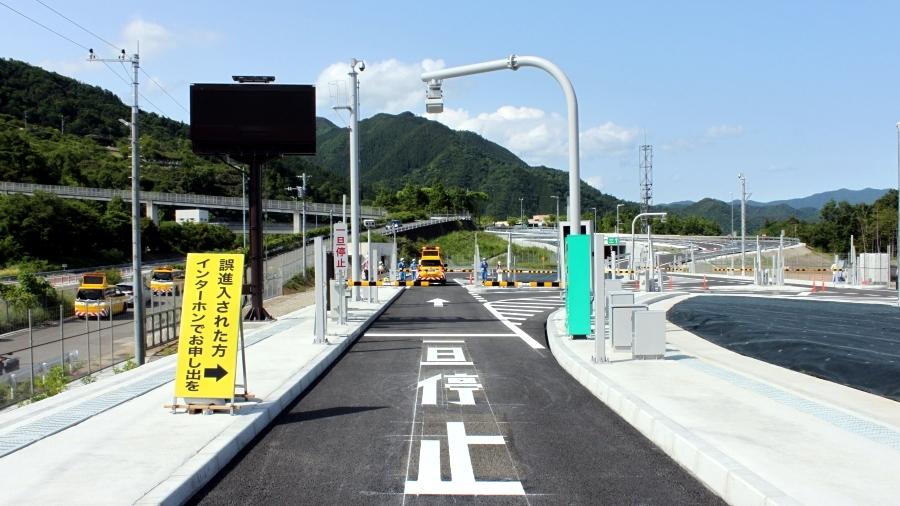 E20中央道・談合坂スマートIC入口。5月24日(日)に開通した。画像提供:NEXCO中日本