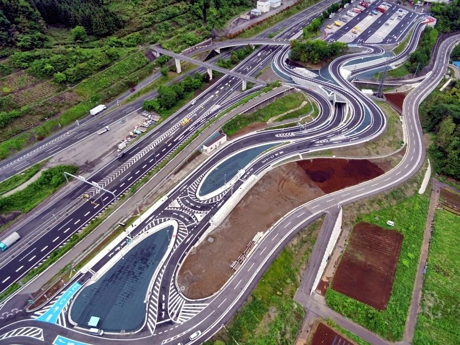 画像2。談合坂スマートICの航空写真。画像提供:NEXCO中日本